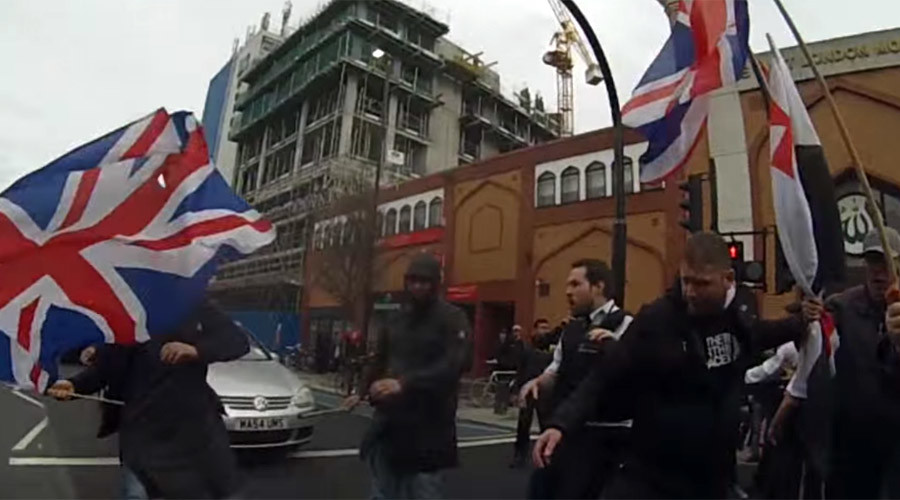 Britain First demo gets fly-kicked & flees London mosque after provoking scuffles (VIDEO)