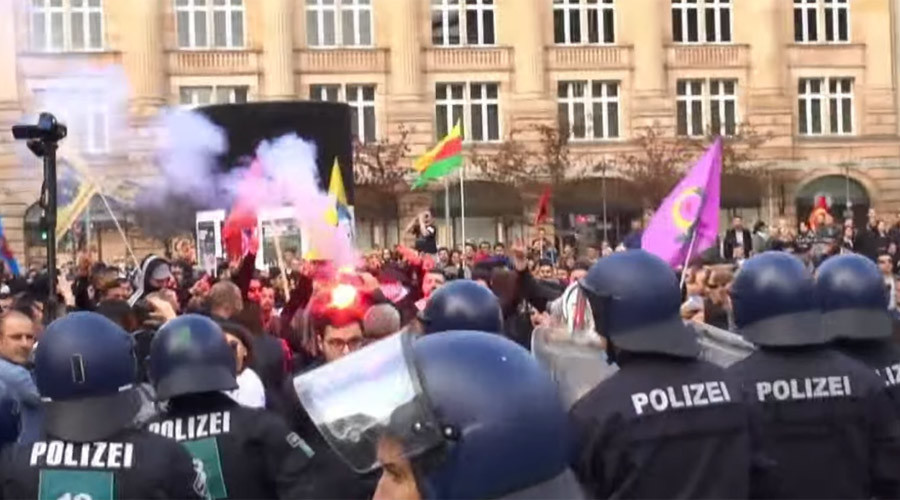 Hundreds pro-Erdogan & pro-Kurdish demonstrators clash across Germany (VIDEO)