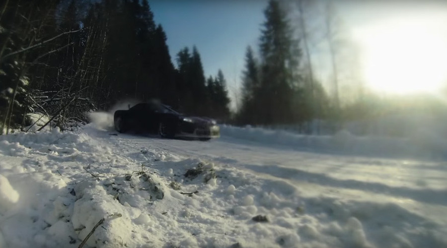 Russian drivers mesmerize with awesome snow-filled drift racing display (VIDEOS)