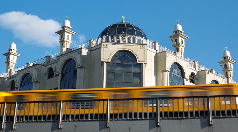 A U-Bahn metro train drives past the Mevlana Mosque in Berlin's Kreuzberg district © David Gannon