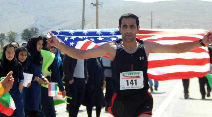 Iranian runner flies US flag in support of absent American athletes (PHOTO)