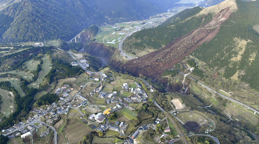 Landslide site caused by an earthquake is seen in Minamiaso town, Kumamoto prefecture, southern Japan, in this photo taken by Kyodo April 16, 2016. © Reuters