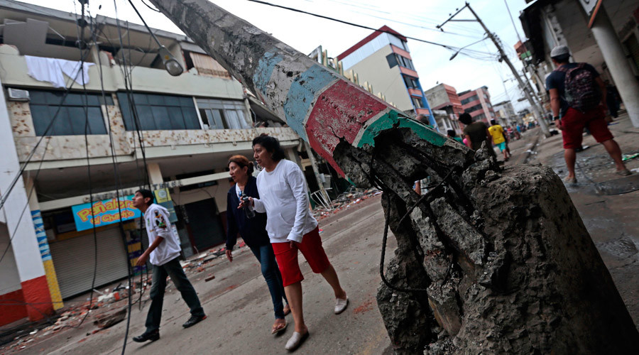 People walk along a street after a 7.8-magnitude quake in Portoviejo, Ecuador on April 17, 2016. © Juan Cevallos