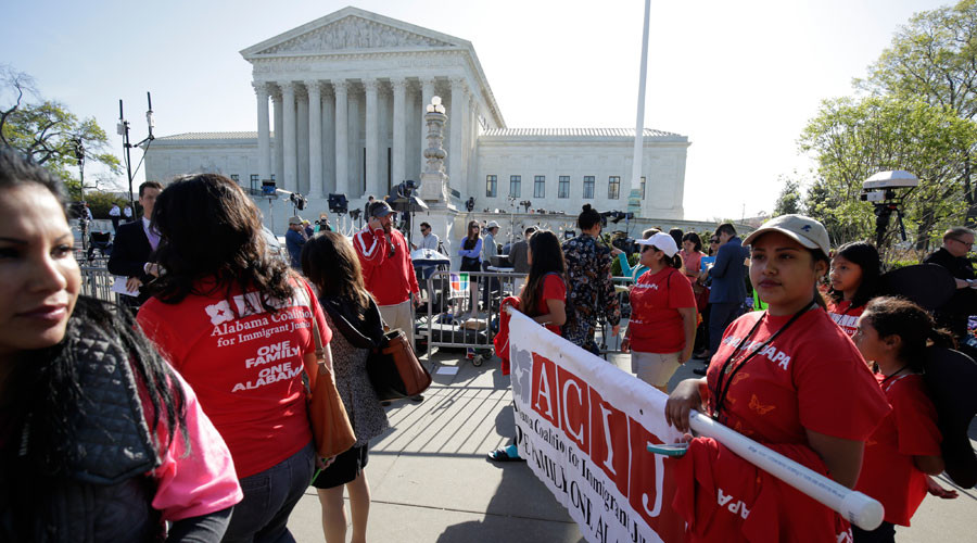 Immigration activists rally outside the U.S. Supreme Court in Washington April 18, 2016. © Joshua Roberts