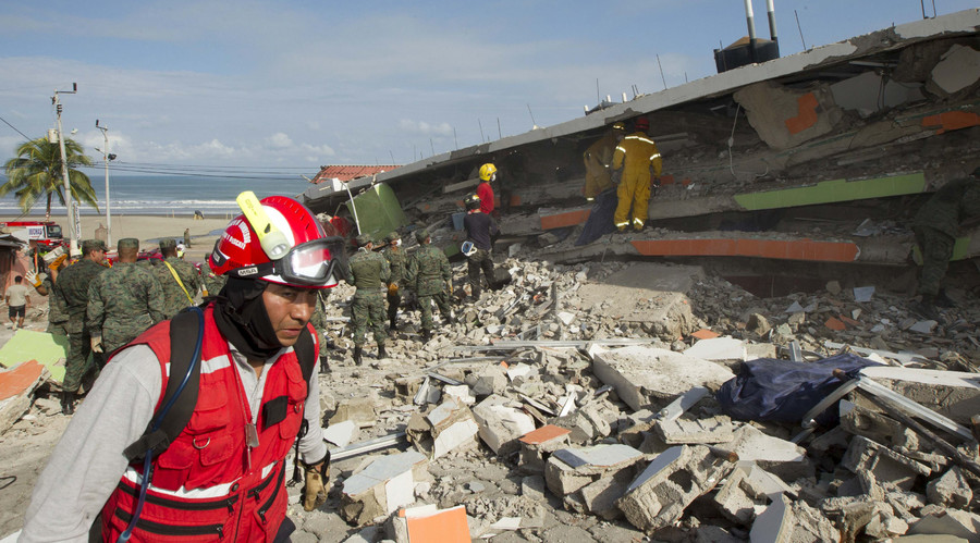 A rescue worker walks past debris in Pedernales, after an earthquake struck off Ecuador's Pacific coast, April 18, 2016. © Guillermo Granja