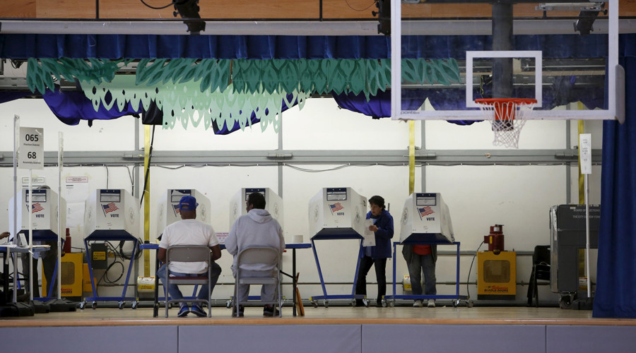 Voters use booths located on the stage at the polling center at the James Weldon Johnson Community Center during the New York primary elections in the East Harlem neighborhood of New York City, U.S., April 19, 2016. © Andrew Kelly