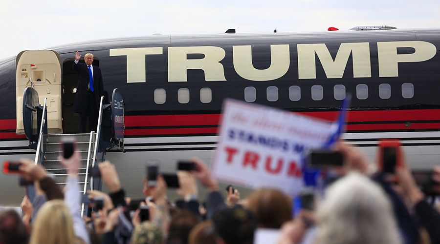 Trump campaign plane flying illegally after failing to pay $5 registration fee - report