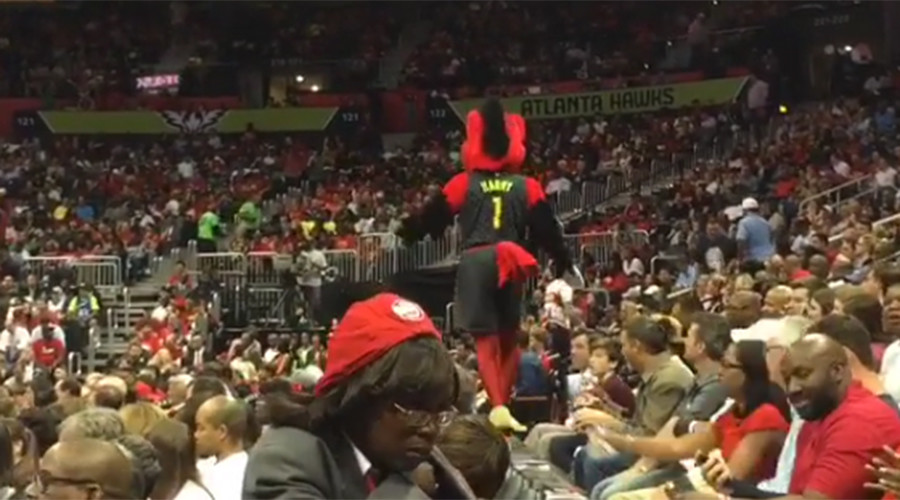 Crushing moment: Atlanta Hawks mascot slips on barrier (VIDEO)
