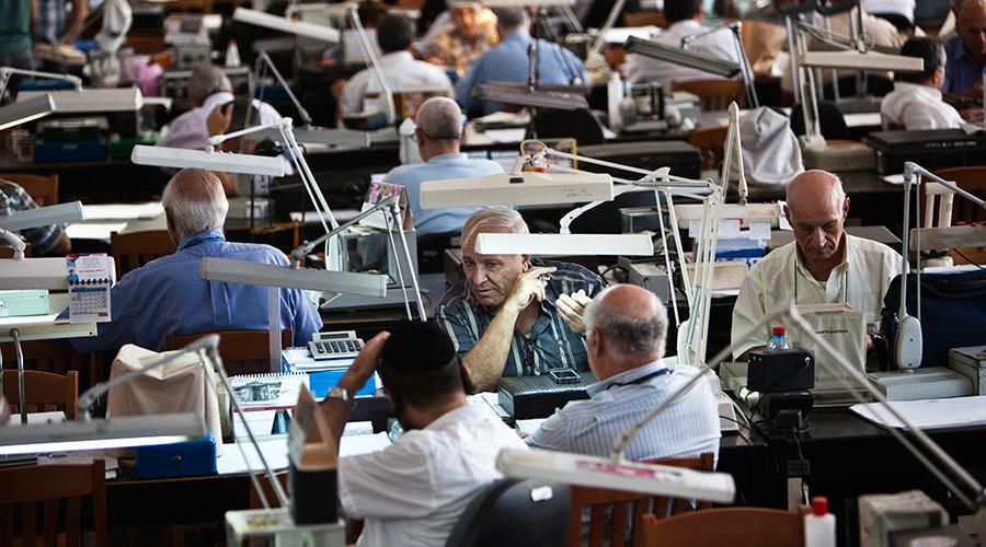 Diamond dealers work on the trading floor of Israel's diamond exchange in Ramat Gan near Tel Aviv  © Nir Elias