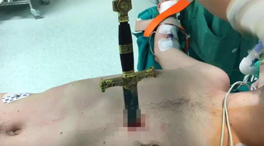 Surgeon removes sword from beside man's beating heart (GRAPHIC VIDEO)