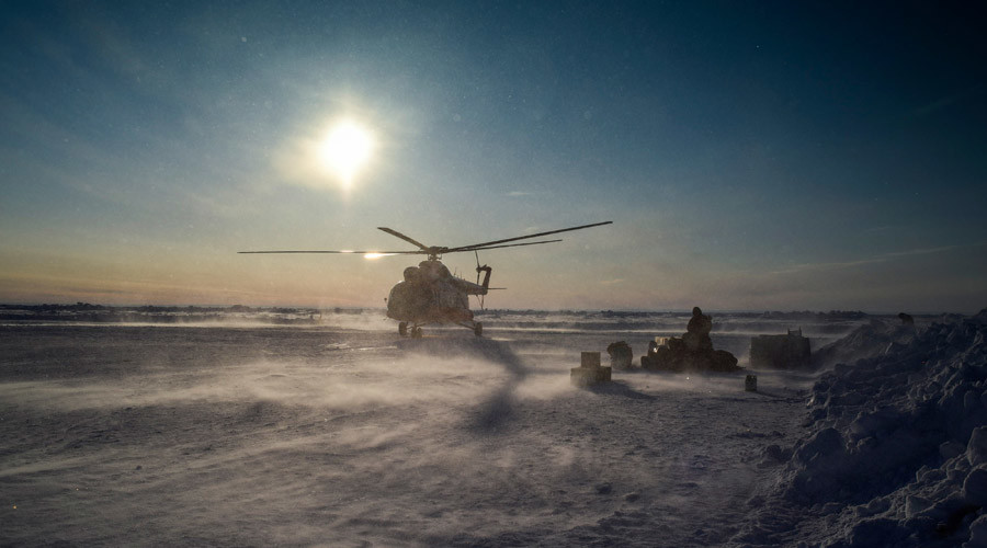 Surviving in the Arctic: RT journalist joins elite task force drill near North Pole