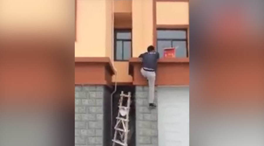 Classic 'disappearing' ladder trick pulled off with aplomb (VIDEO)