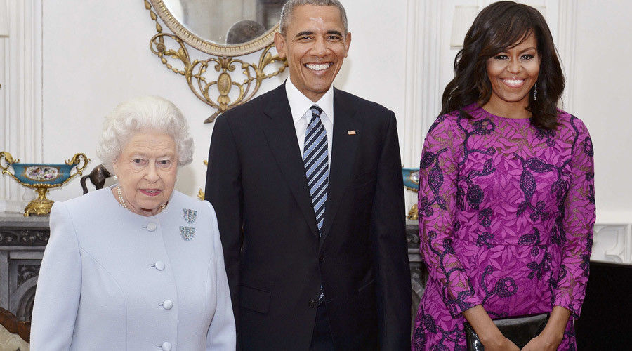 Britain's Queen Elizabeth II  (left) stands with the President and First Lady of the United States Barack Obama and his wife Michelle, in the Oak Room at Windsor Castle ahead of a private lunch hosted by the Queen, in Windsor, Britain, April 22, 2016. © John Stillwell