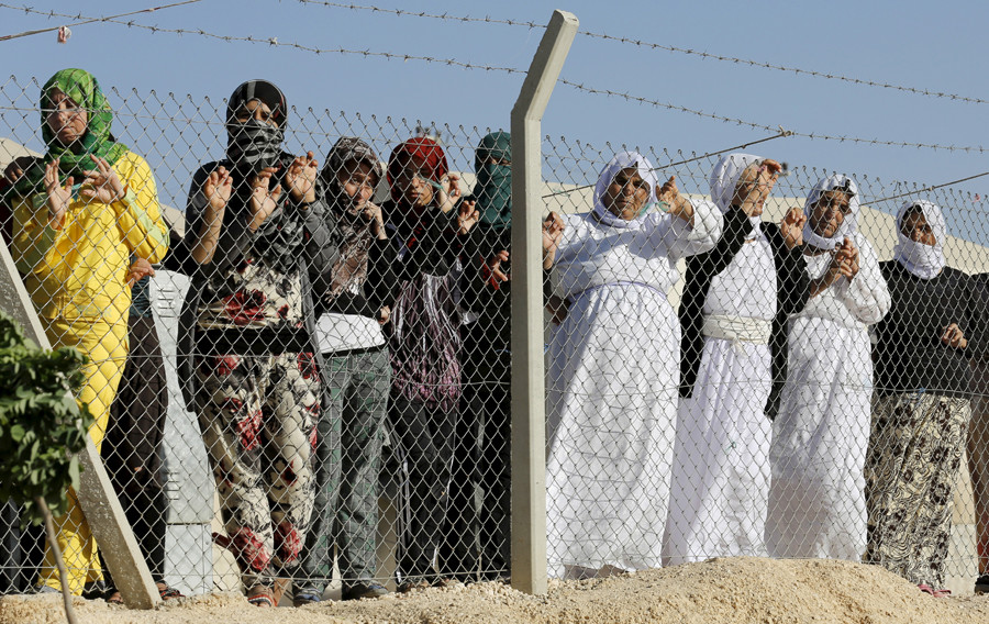 Yazidi refugee women © Umit Bektas