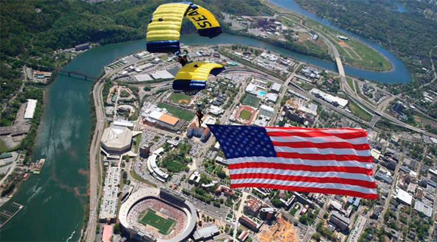 "© U.S. Navy Parachute Team ""The Leap Frogs"""
