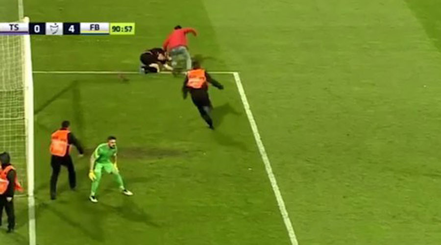Turkish football match abandoned after fan beats up referee (VIDEO)