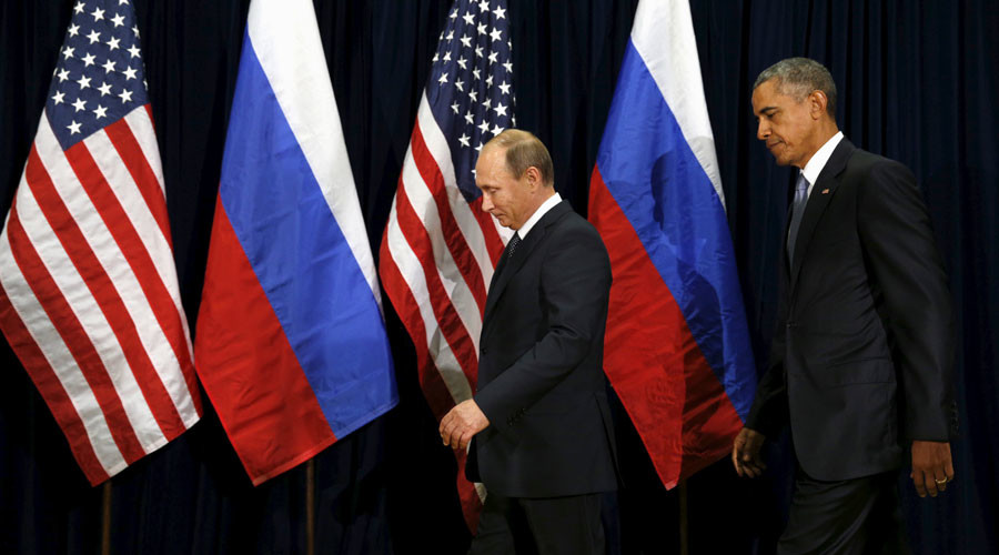 U.S. President Barack Obama and Russian President Vladimir Putin walk into a photo opportunity before their meeting at the United Nations General Assembly in New York September 28, 2015. © Kevin Lamarque