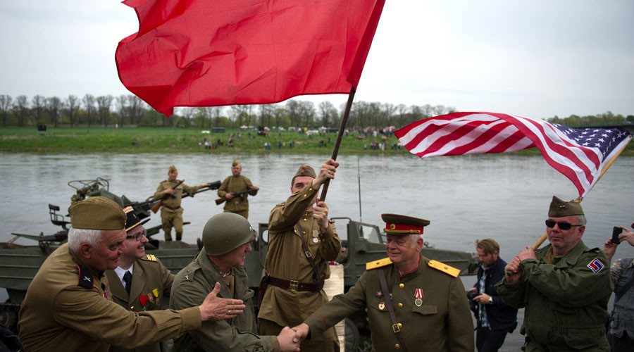 Members of a historical re-enactment group dressed as U.S. and Soviet Army soldiers take part in 'Elbe Day' celebrations, in eastern German city of Torgau at the river Elbe, April 25, 2015. © Stefanie Loos