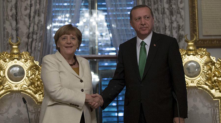 German Chancellor Angela Merkel (L) and Turkish President Tayyip Erdogan. ©Tolga Bozoglu