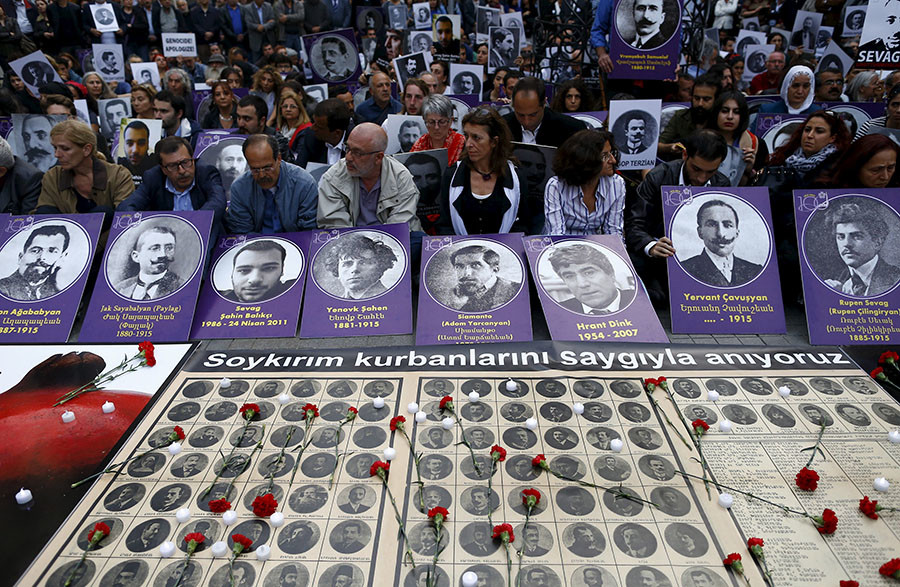 Activists hold portraits of victims during a silent demonstration to commemorate the mass killings of Armenians by Ottoman Turks in Istanbul, Turkey April 24, 2016. © Osman Orsal