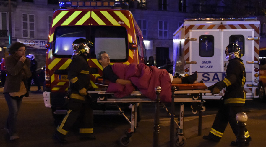 Rescuers workers evacuate a man on a stretcher near the Bataclan concert hall in central Paris, on November 13, 2015. © Dominique Faget