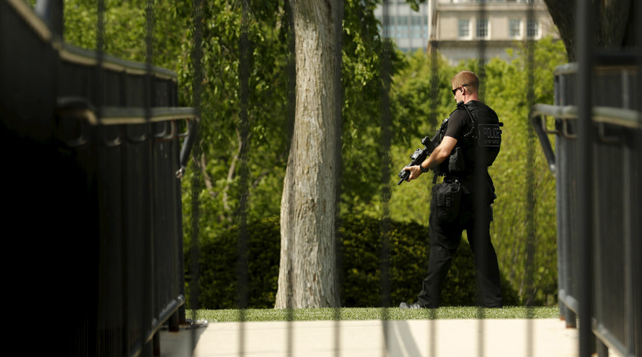 White House on lockdown for 2nd day in a row