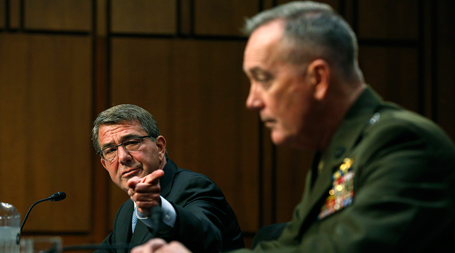 U.S. Secretary of Defense Ash Carter (L) defers to Chairman of the Joint Chiefs of Staff U.S. Marine General Joseph Dunford as they testify on operations against the Islamic State, on Capitol Hill in Washington, U.S., April 28, 2016 © Jonathan Ernst