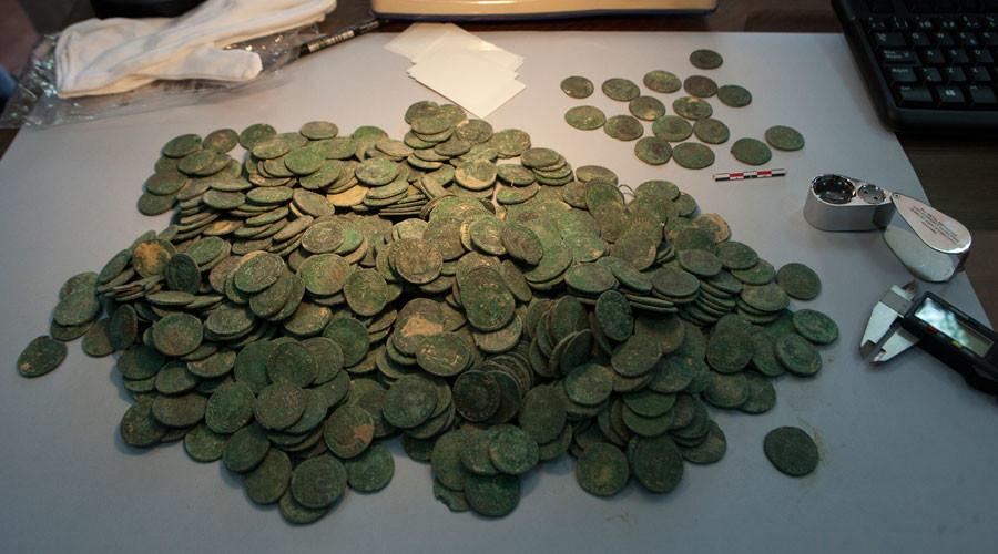 Half a ton of 1,700 yro Roman coins found hidden in jars in Seville