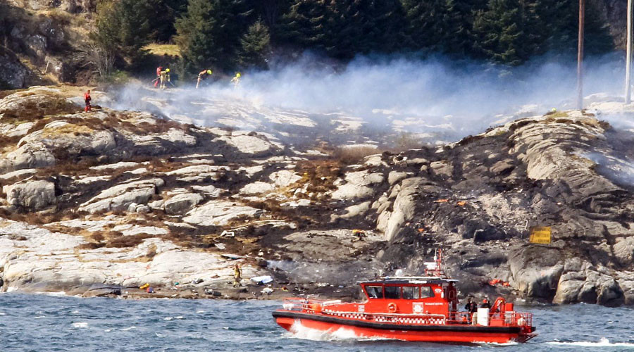 Rescuers work at a site where a helicopter has crashed, west of the Norwegian city of Bergen April 29, 2016. © Bergens Tidende