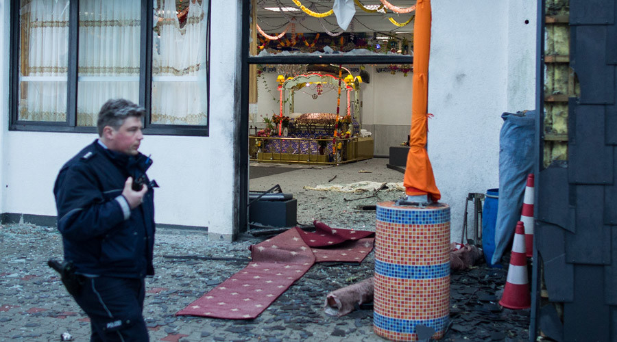 A police officer walks in front of the Sikh temple in Essen, western German where an explosion took place at a wedding on April 16, 2016. © Marcel Kusch