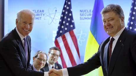 U.S. Vice President Joe Biden (L) shakes hands with Ukraine's President Petro Poroshenko before their bilateral meeting at the Nuclear Security Summit in Washington March 31, 2016. © Jonathan Ernst