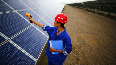 A worker inspects solar panels at a solar farm in Dunhuang, 950km (590 miles) northwest of Lanzhou, Gansu Province. © Carlos Barria
