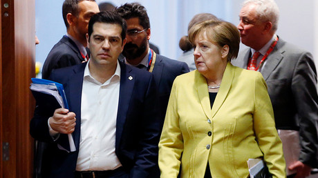 Greece's Prime Minister Alexis Tsipras and Germany's Chancellor Angela Merkel (R)  © Francois Lenoir