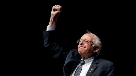 Democratic U.S. presidential candidate Bernie Sanders pumps his fist after announcing he won the Wisconsin primary at a campaign rally at the University of Wyoming in Laramie, Wyoming April 5, 2016. © Mark Kauzlarich