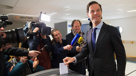 Dutch Prime Minister Mark Rutte casts his vote for the consultative referendum on the association between Ukraine and the European Union, in the Hague, the Netherlands, April 6, 2016 © Michael Kooren