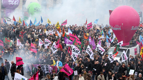 French labour union workers and students attend a demonstration against the French labour law proposal in Paris, France, April 9, 2016. © Charles Platiau