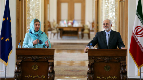 Iran's Foreign minister Mohammad Javad Zarif (R) and European Union High Representative for Foreign Affairs, Federica Mogherini give a joint press conference after a meeting on April 16, 2016 in the capital Tehran. © Atta Kenare