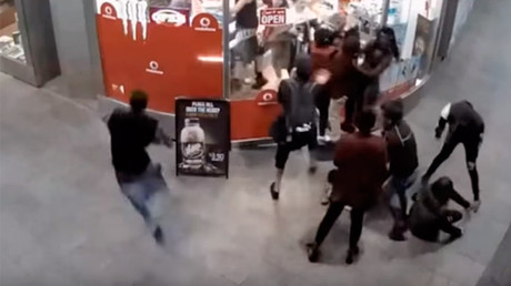 Aussie police release footage of teen mob attacking shopkeeper (VIDEO)