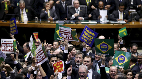 Congressmen, who either support or oppose the impeachment, demonstrate before a session to review the request for Brazilian President Dilma Rousseff's impeachment, at the Chamber of Deputies in Brasilia, Brazil April 17, 2016. © Ueslei Marcelino