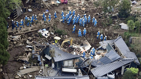 Rescue workers conduct a search and rescue operation to a collapsed house at a landslide site caused by earthquakes in Minamiaso town, Kumamoto prefecture. © Kyodo