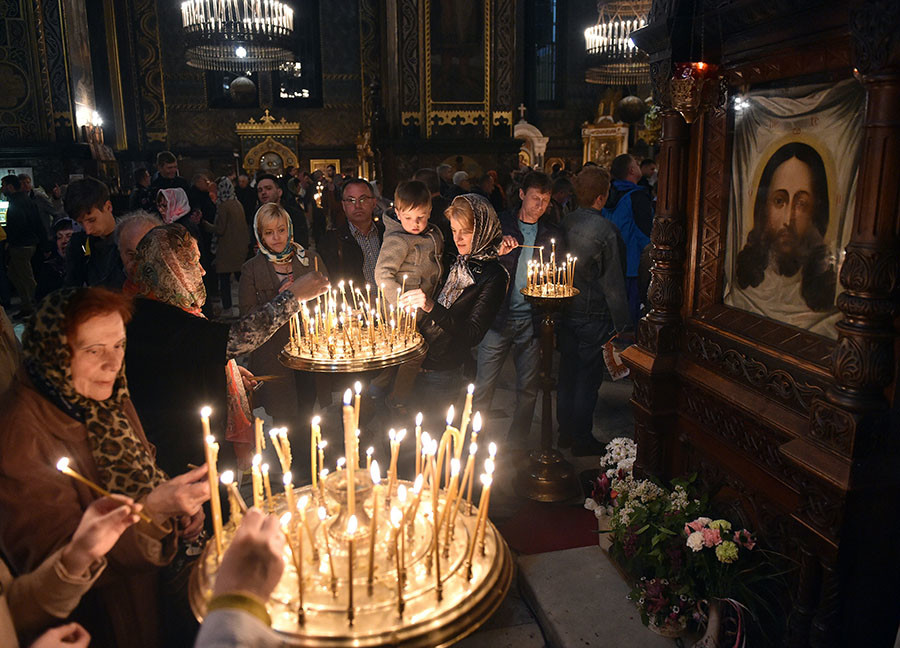 Christians Orthodox worshippers set candles during an Orthodox Easter ceremony at the Volodymyrsky Cathedral in Kiev on April 30, 2016. ©Genya Savilov