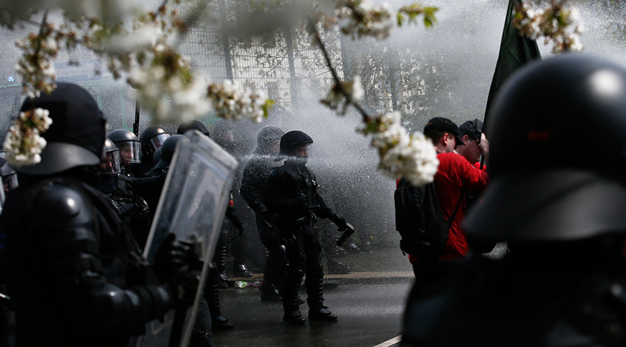 May Day rallies turn violent in Europe, Turkey as police & protesters clash (VIDEOS)