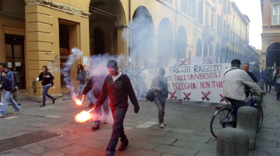 Anti-fascist protesters clash with police in Bologna, Italy (PHOTOS, VIDEO)