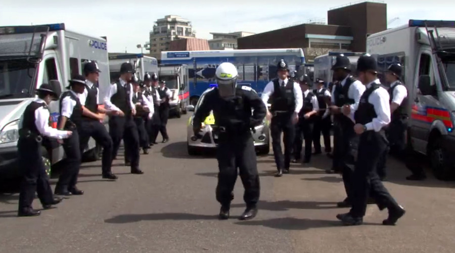 #RunningManChallenge: London police post quick-footed response to cop dance craze (VIDEO)