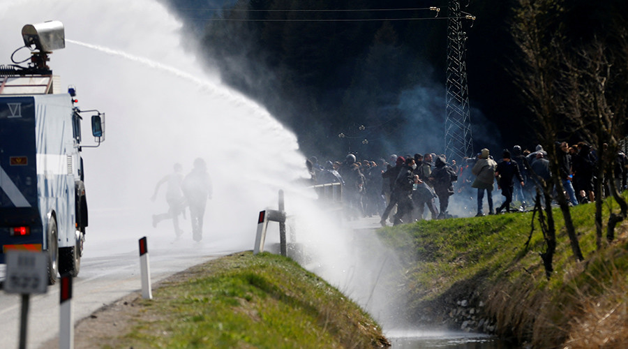 Demonstrators take part in a protest against a plan to restrict access through the Brenner Pass between Italy and Austria, in Brenner, Italy, May 7, 2016. © Dominic Ebenbichler