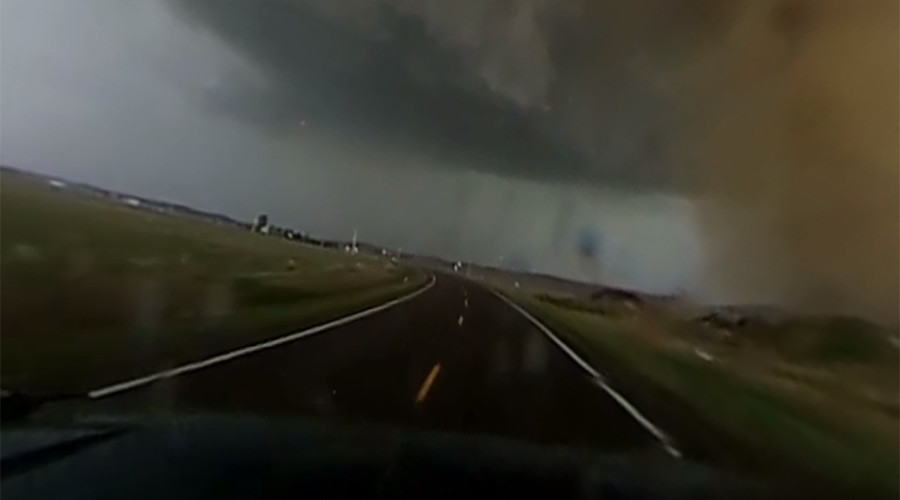 Storm chaser captures stunning 360 degree video of devastating tornado