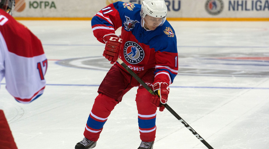 Putin back in Sochi to play some hockey (VIDEO)