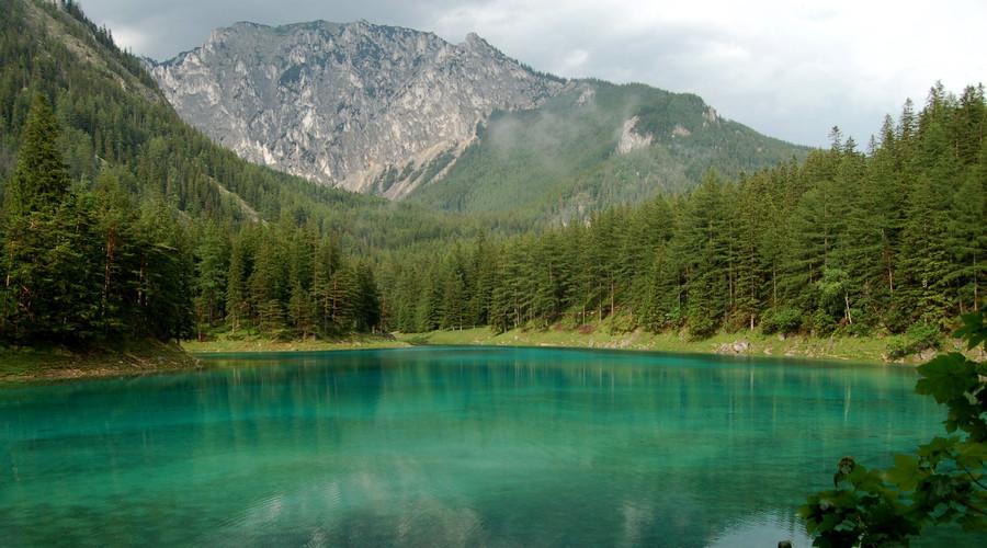 'Strong tourism & lack of toilet facilities': Austria's unique emerald-green lake 'changes color'