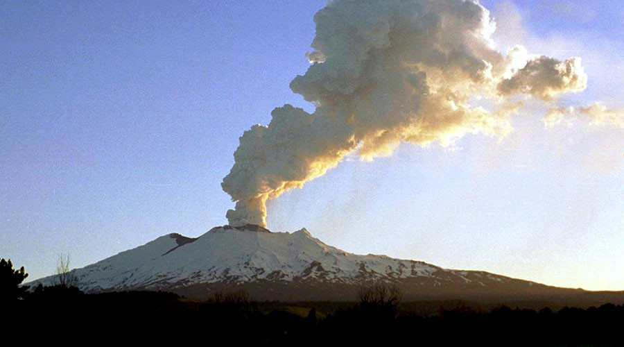 'Lord of the Rings' volcano heats up as tourists & hobbits warned to steer clear