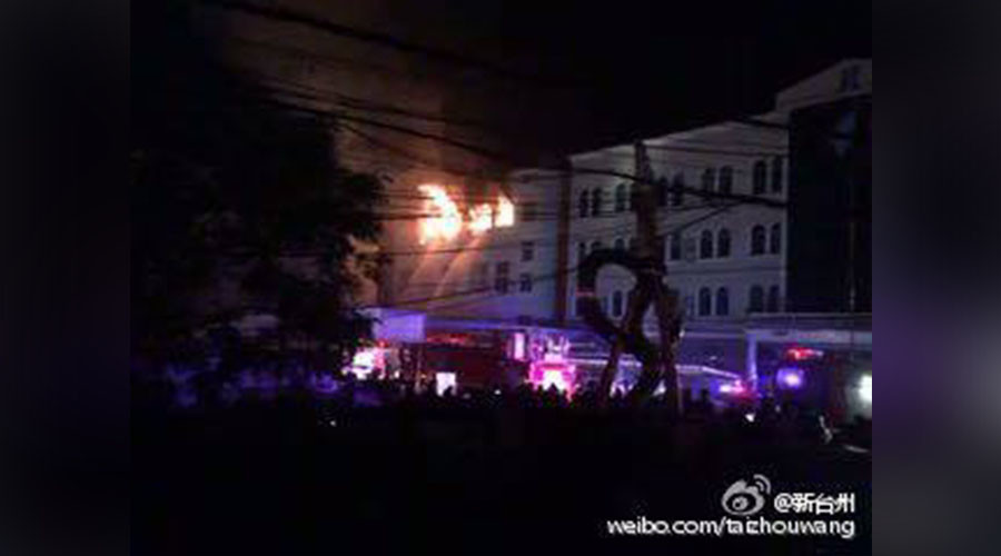 Fighter jet crashes into building in China (PHOTOS)